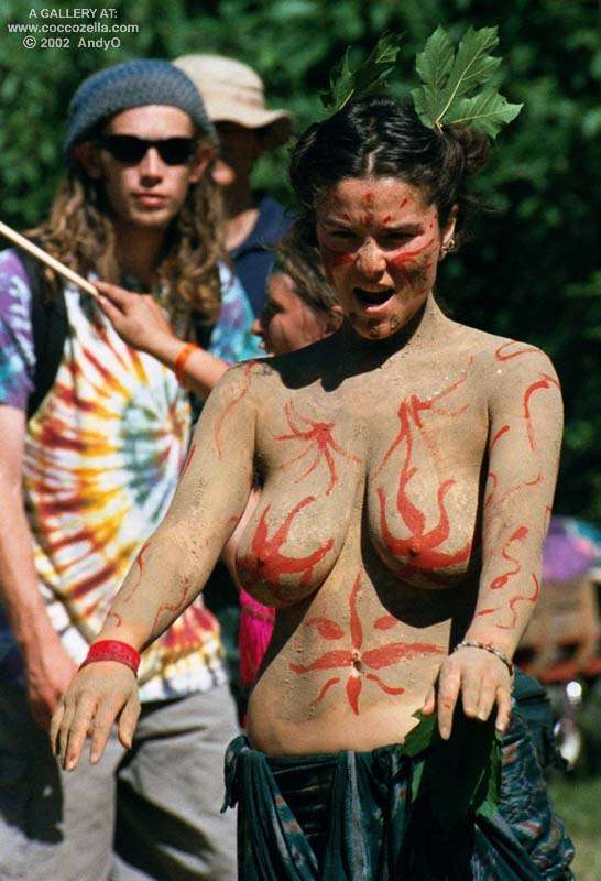 Andyo oregon country fair 2002 Coccozella Nudist Photography