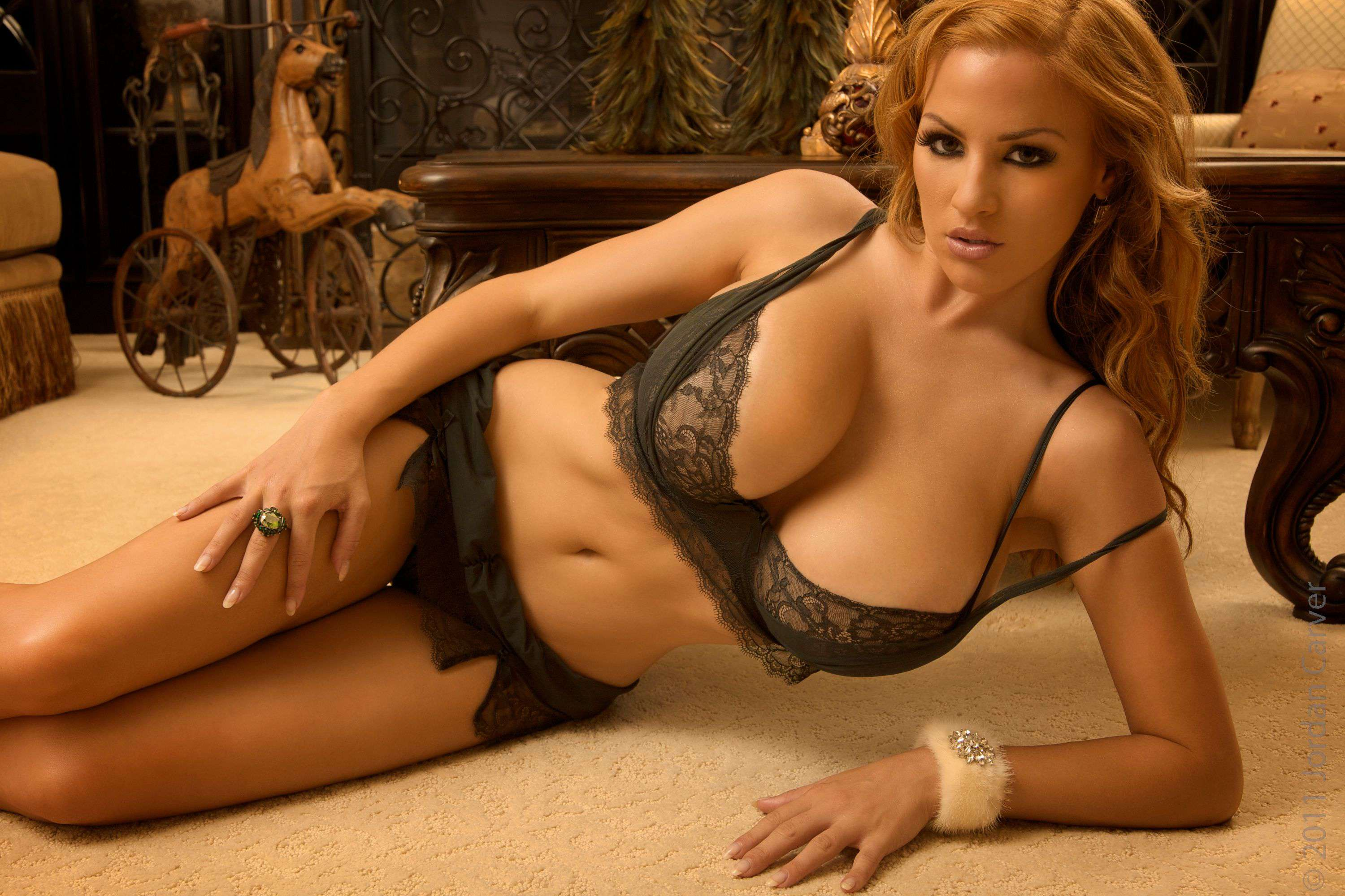 Jordan Carver Christmas In Town