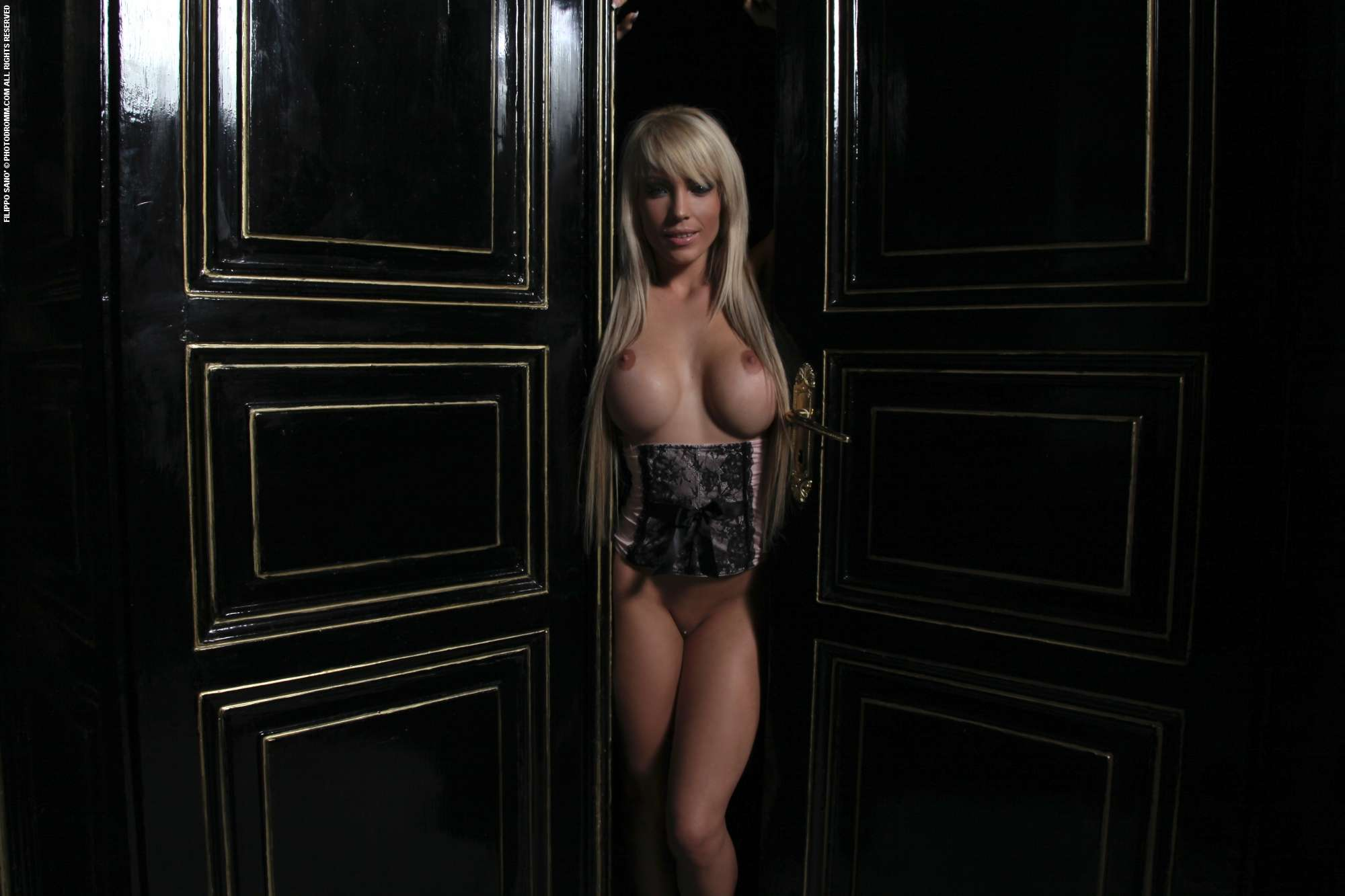 Vikki And Rikki Ikki Nude Mobile Optimised Photo For Android Iphone